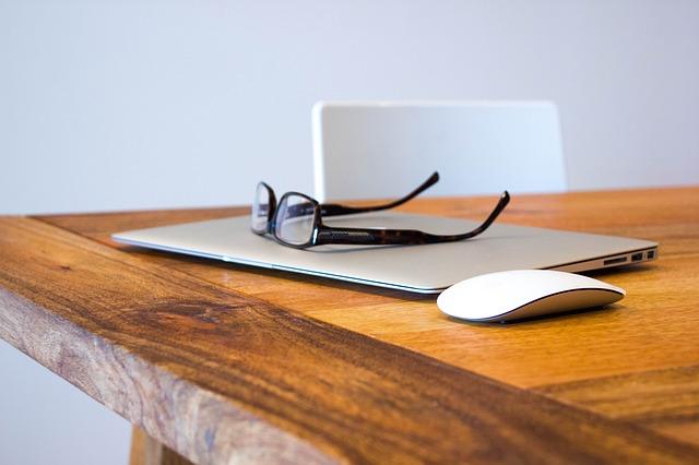 macbook pod brýlemi
