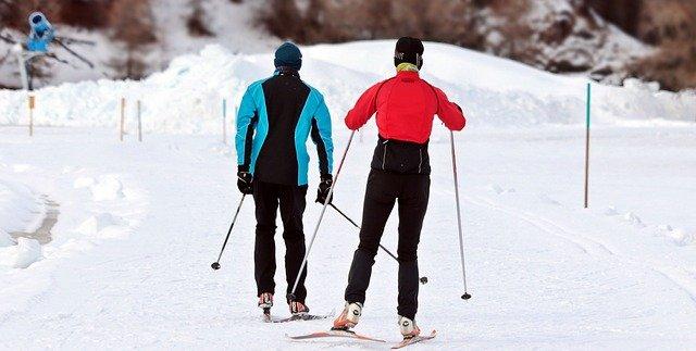 běžecké lyžování, dva běžkaři