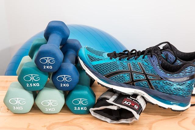 Fitness, činky, cvičení doma.